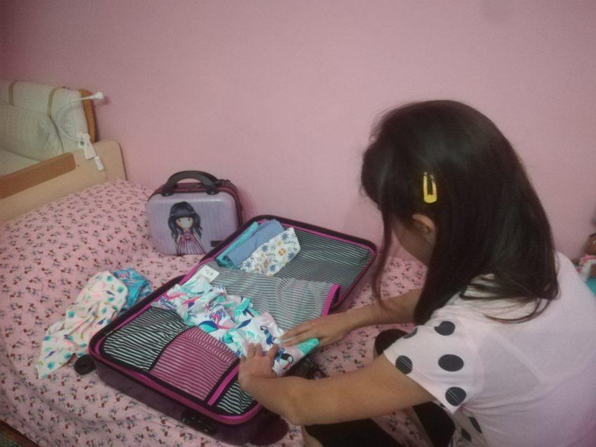 come insegnare ai bambini a farsi la valigia da soli